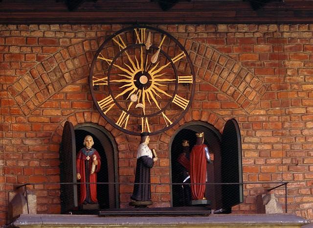 096 Zegar z postaciami historycznymi w Collegium Maius